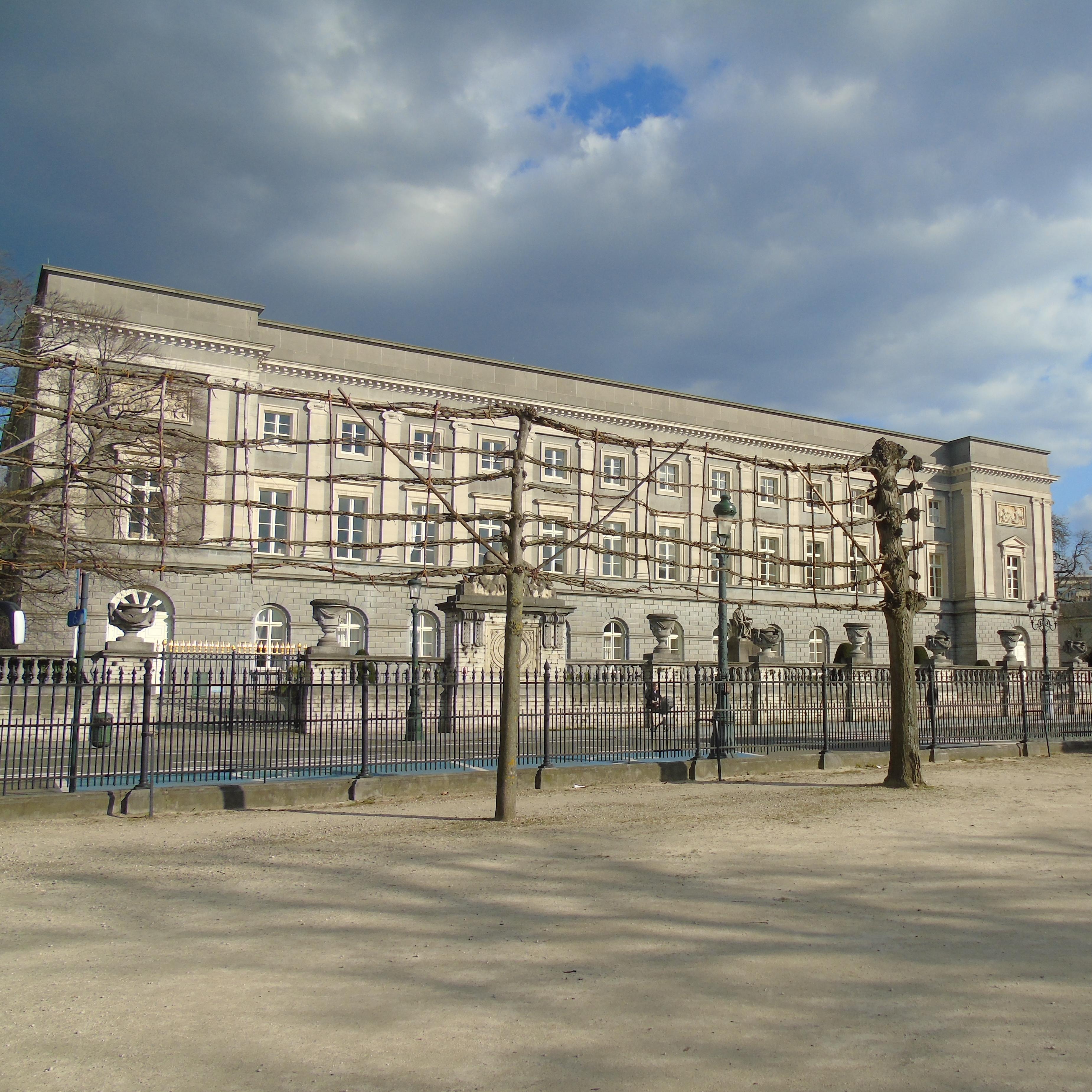 Palais depuis le parc royal