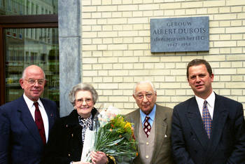 Mrs Simone Dubois-Brigué, together with three successive Directors of the Prince Leopold Institute of Tropical Medicine Profs Drs Luc Eyckmans, Pieter Gustaaf Janssens and Bruno Gryseels